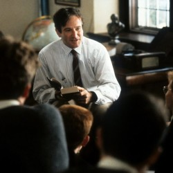 Robin-Williams-in-Dead-Poets-Society-1989-800x523